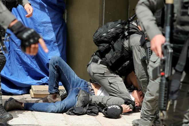 24h qua ảnh: Hệ thống phòng không Israel bắn hạ tên lửa từ Palestine - Ảnh 8.