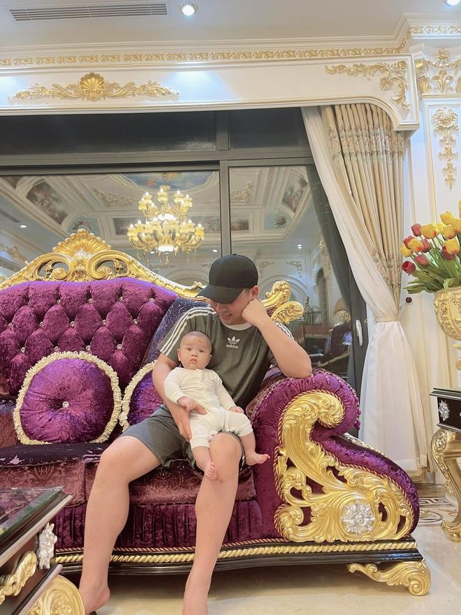 Nhan sắc xinh đẹp của vợ Hữu Công dù mới sinh được hơn 3 tháng, nhìn cách chồng chăm con là hiểu ngay   - Ảnh 4.