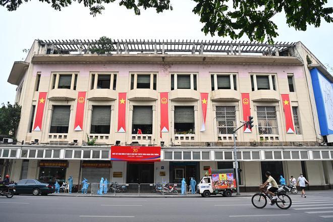 Cách ly khẩn tòa nhà 91 Đinh Tiên Hoàng, xét nghiệm toàn bộ cán bộ Tổng Cục QLTT liên quan vợ chồng dương tính SARS-CoV-2 - Ảnh 1.