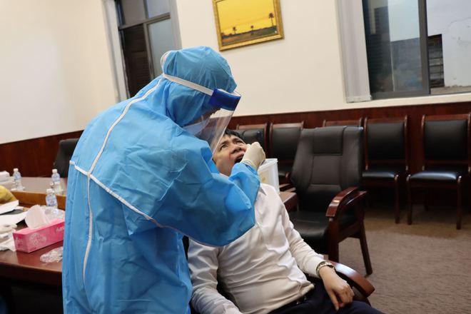 Cách ly khẩn tòa nhà 91 Đinh Tiên Hoàng, xét nghiệm toàn bộ cán bộ Tổng Cục QLTT liên quan vợ chồng dương tính SARS-CoV-2 - Ảnh 5.