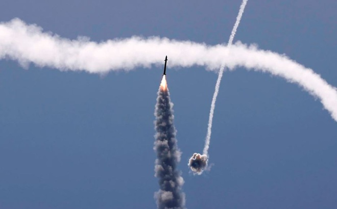 24h qua ảnh: Hệ thống phòng không Israel bắn hạ tên lửa từ Palestine