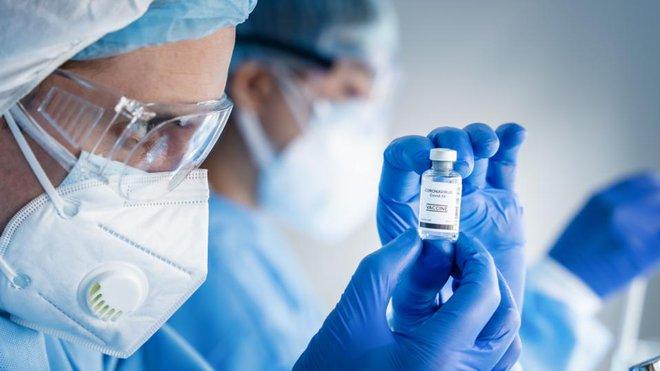 Tiến sĩ người Việt tại Mỹ: Lý do người bệnh ung thư nên tiêm vaccine COVID-19 và 11 lưu ý cần biết - Ảnh 1.