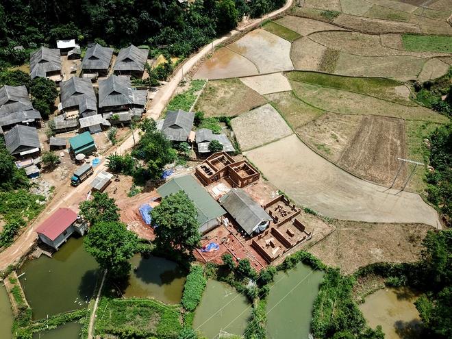 Ngôi trường của người dân tộc Thái ở Sơn La đẹp như tranh vẽ - Ảnh 1.