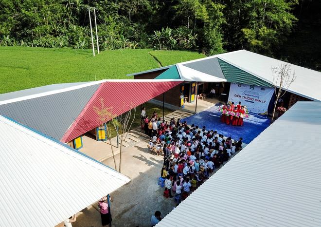 Ngôi trường của người dân tộc Thái ở Sơn La đẹp như tranh vẽ - Ảnh 3.
