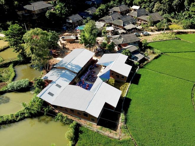Ngôi trường của người dân tộc Thái ở Sơn La đẹp như tranh vẽ - Ảnh 2.