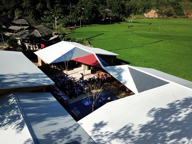 Ngôi trường của người dân tộc Thái ở Sơn La đẹp như tranh vẽ - Ảnh 8.