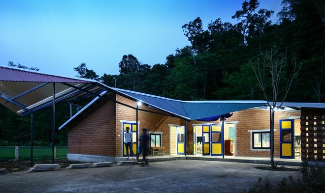 Ngôi trường của người dân tộc Thái ở Sơn La đẹp như tranh vẽ - Ảnh 5.