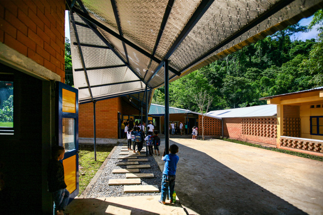Ngôi trường của người dân tộc Thái ở Sơn La đẹp như tranh vẽ - Ảnh 6.