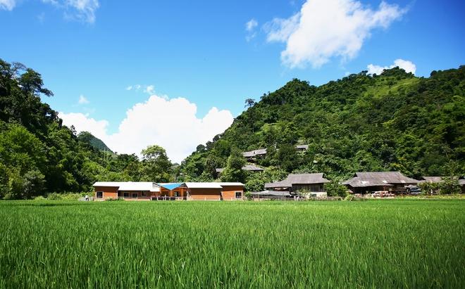 Ngôi trường của người dân tộc Thái ở Sơn La đẹp như tranh vẽ - Ảnh 15.
