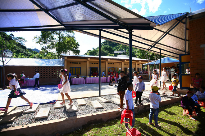 Ngôi trường của người dân tộc Thái ở Sơn La đẹp như tranh vẽ - Ảnh 10.