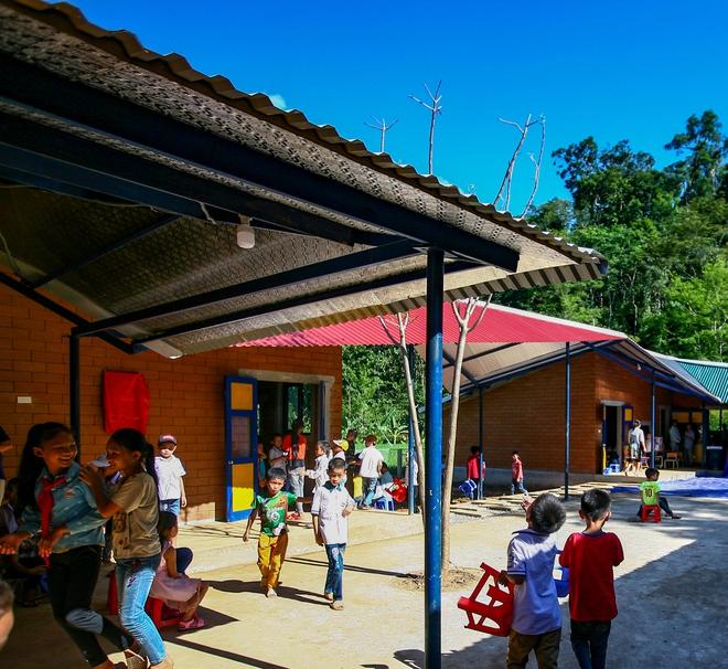 Ngôi trường của người dân tộc Thái ở Sơn La đẹp như tranh vẽ - Ảnh 9.