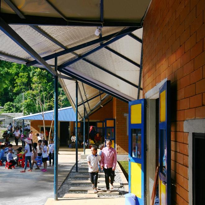 Ngôi trường của người dân tộc Thái ở Sơn La đẹp như tranh vẽ - Ảnh 14.