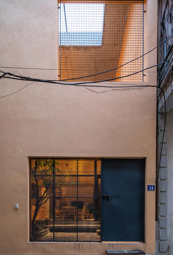 Chiêm ngưỡng ngôi nhà với thiết kế tinh giản đầy mê hoặc ở Trâu Quỳ - Ảnh 2.