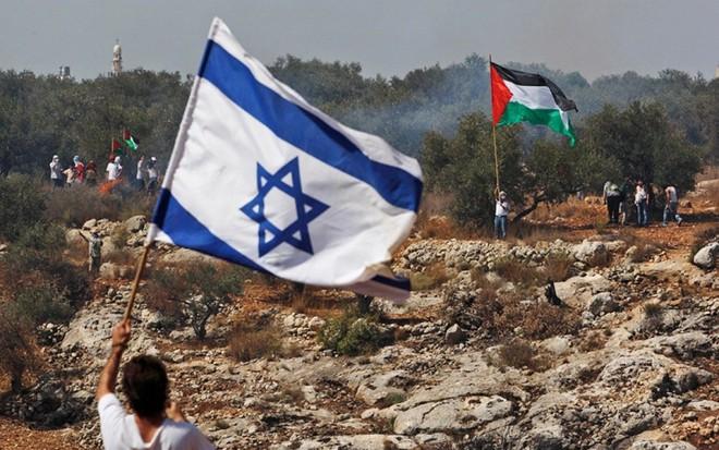 Hơn 1.300 quả rocket tới tấp nã vào Israel, chiến sự rực lửa, leo thang từng giờ - Liên hợp quốc họp khẩn - Ảnh 1.