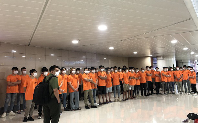 Công an trục xuất 52 người nước ngoài nhập cảnh trái phép ở Sài Gòn