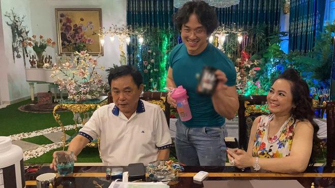 Được mời tới nhà đại gia Dũng lò vôi, gymer Duy Nguyễn bị dân mạng vạch trần sự tranh thủ qua từng bức ảnh - Ảnh 4.