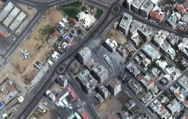 2.000 tên lửa Hamas dồn dập nã xuống Israel - Máy bay, trực thăng, xe tăng Israel tổng phản công: Chiến sự bùng nổ! - Ảnh 2.
