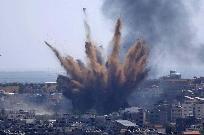 24h qua ảnh:  Israel không kích dữ dội nhằm vào Gaza - Ảnh 4.
