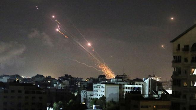 NÓNG: Israel chính thức phát động cuộc chiến tranh trên bộ nhằm vào Gaza - Đạn pháo rực lửa - Ảnh 1.