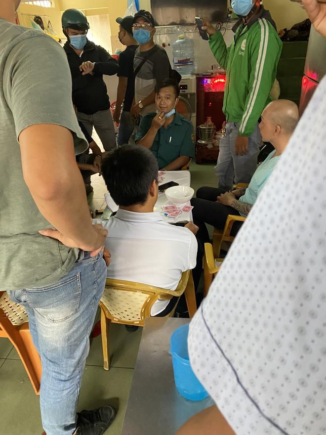 Xử lý nghiêm vụ Phó ban chỉ huy quân sự phường ở Sài Gòn tham gia đánh bạc - Ảnh 2.