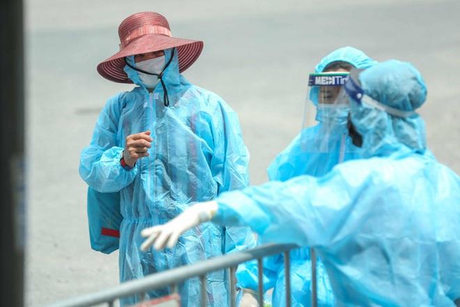 Ổ dịch huyện Thuận Thành ghi nhận thêm 20 ca dương tính với SARS-CoV-2; Đà Nẵng: Bất ngờ vì F1 âm tính nhưng F2 dương tính - Ảnh 1.