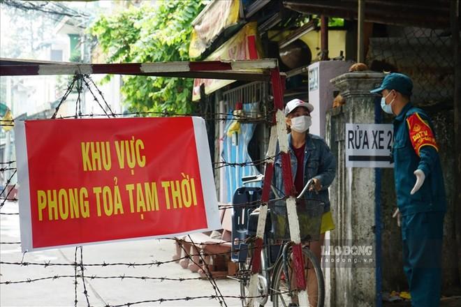 NÓNG: Từ 0h ngày 15/5, TP.HCM tạm dừng các tuyến xe khách đến các vùng có dịch; Ổ dịch huyện Thuận Thành ghi nhận thêm 20 ca dương tính với SARS-CoV-2 - Ảnh 1.