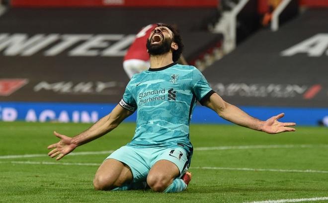 """""""Thổi bay"""" Man United trong mưa bàn thắng, Liverpool sống lại cơ hội lọt top 4 Premier League"""