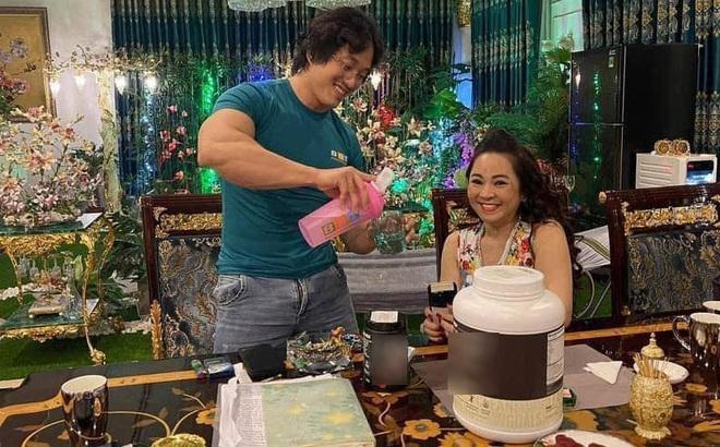 Gymer Duy Nguyễn bất ngờ đến tận nhà gặp gỡ, khen ngợi đại gia Nguyễn Phương Hằng
