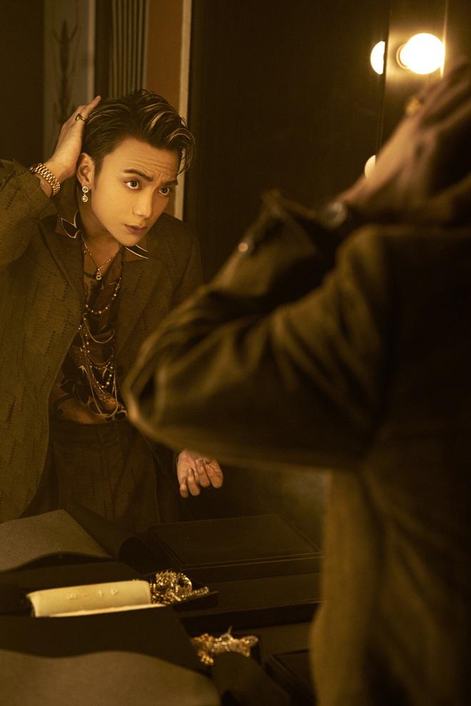 Soobin khoe phong cách trình diễn bắt mắt trong sản phẩm tái xuất - Ảnh 3.