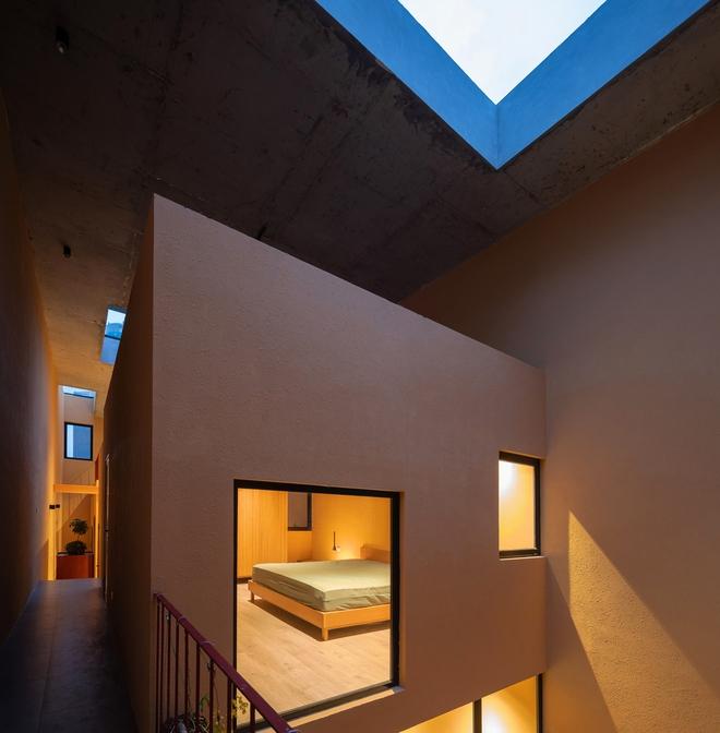 Chiêm ngưỡng ngôi nhà với thiết kế tinh giản đầy mê hoặc ở Trâu Quỳ - Ảnh 6.