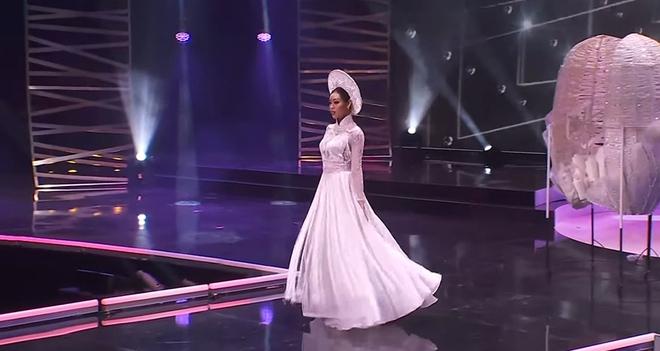Khánh Vân xuất hiện theo cách chưa từng có tại Hoa hậu Hoàn vũ Thế giới khiến khán giả trầm trồ  - Ảnh 8.