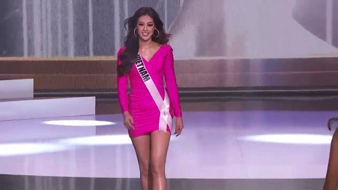 Khánh Vân diện bikini bốc lửa, xoay áo choàng xuất thần trên sân khấu bán kết Hoa hậu Hoàn vũ Thế giới 2020 - Ảnh 5.