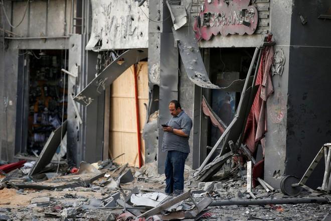 Khoảnh khắc quân đội Israel gọi điện cho cư dân Gaza cảnh báo sắp đánh sập tòa nhà 13 tầng - Ảnh 2.