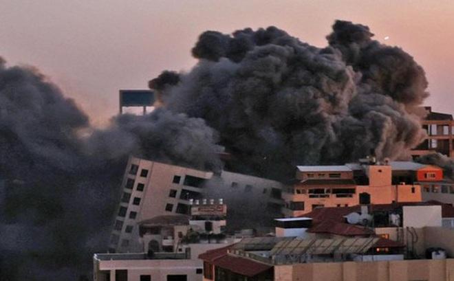 Khoảnh khắc quân đội Israel gọi điện cho cư dân Gaza cảnh báo sắp đánh sập tòa nhà 13 tầng