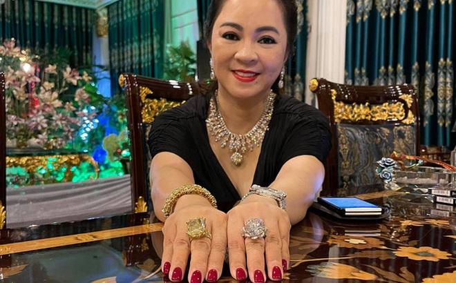Bà Nguyễn Phương Hằng khoe 2 chiếc nhẫn kim cương siêu to khổng lồ