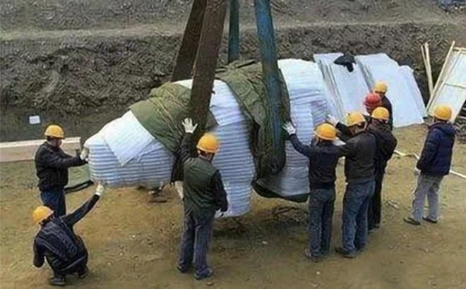 Đội khảo cổ khai quật được vật thể 8 tấn bí ẩn, đem trưng bày tại viện bảo tàng: Nửa năm sau thảm họa ập tới!