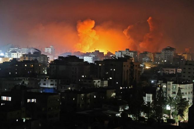 Hamas phản kích xuyên đêm, nã thẳng tên lửa vào đầu não Israel - IDF đánh sập toà soạn nhiều tờ báo lớn: Chiến sự khủng khiếp! - Ảnh 1.