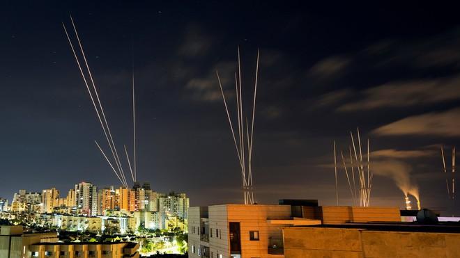 """Lộ diện tên lửa """"khủng"""" Hamas dùng đánh thẳng vào đầu não Israel: Đòn báo thù đến từ Iran? - Ảnh 1."""
