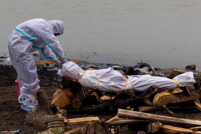 Chính quyền Ấn Độ lần đầu thừa nhận sự thật 'đáng báo động' về các thi thể trôi sông - Ảnh 1.
