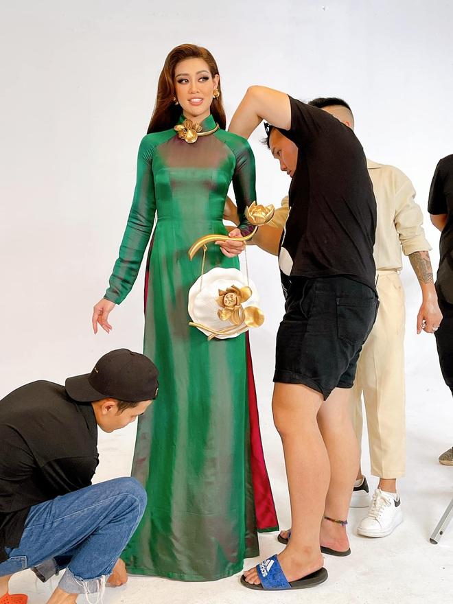 Khoảnh khắc hoa hậu Khánh Vân đau đớn, bật khóc khi mặc thử bộ đồ nặng 30kg - Ảnh 5.