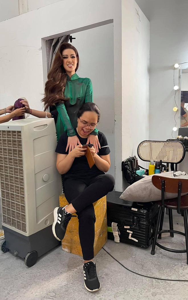 Khoảnh khắc hoa hậu Khánh Vân đau đớn, bật khóc khi mặc thử bộ đồ nặng 30kg - Ảnh 9.