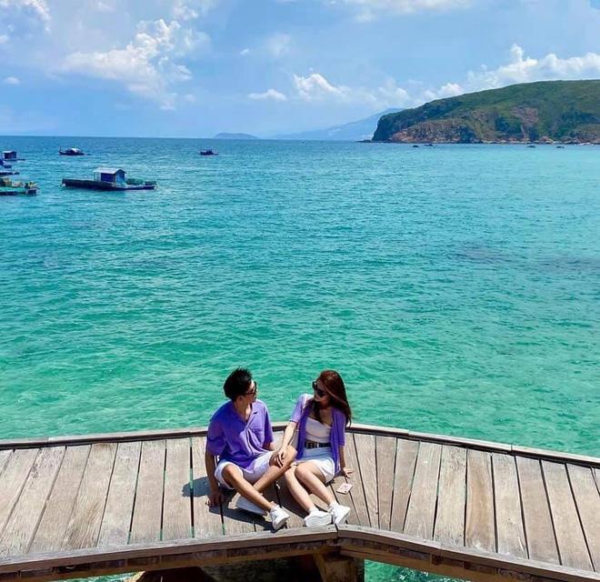 Chạm mặt trong chuyến du lịch, cặp đôi không ngờ lại nên duyên một cách diệu kỳ dù sống cách nhau 4 giờ bay - Ảnh 1.
