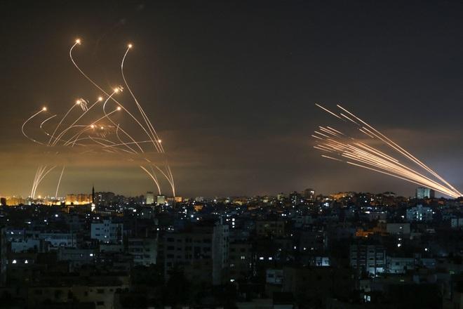 Ma trận tên lửa Hamas bủa vây Israel: Vòm Sắt liên tiếp dính những cú đánh đau đớn! - Ảnh 3.