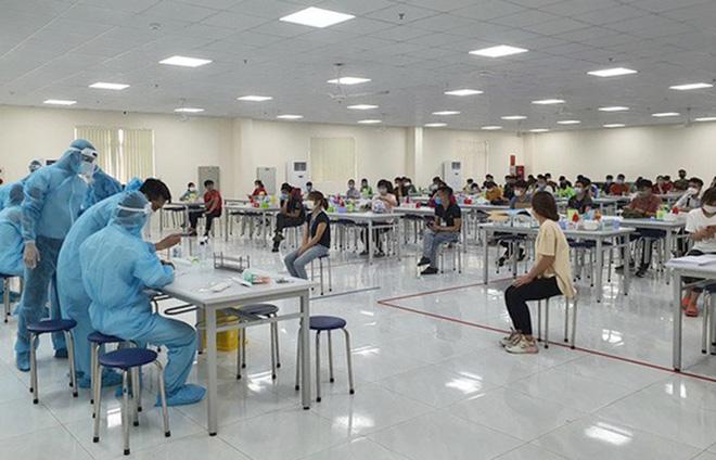 Một bác sĩ Hà Nội bị viêm phổi 2 bên do mắc Covid-19; Thêm 1 F1 của Giám đốc Hacinco dương tính với SARS-CoV-2 - Ảnh 1.