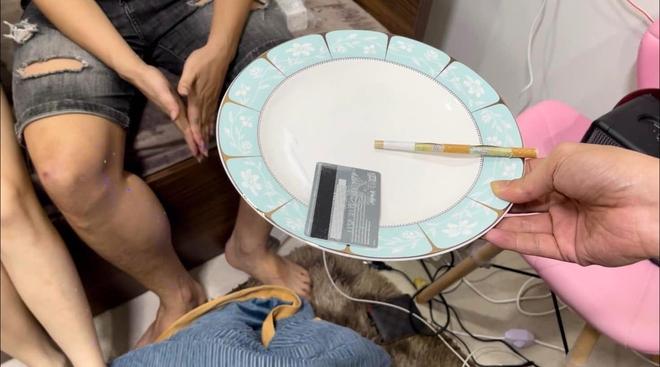 2 cặp đôi nam nữ thuê nhà trọ cao cấp để thác loạn với ma túy giữa mùa dịch - Ảnh 1.