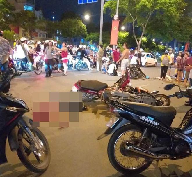 Kẻ nghi cướp giật chạy ngược chiều gây tai nạn khiến 1 người chết, 3 người bị thương ở Sài Gòn - Ảnh 1.