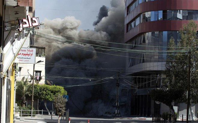 Thương vong đẫm máu ở Gaza: Ông Netanyahu không nao núng, tuyên bố đánh toàn lực, đánh lâu dài - Ảnh 1.