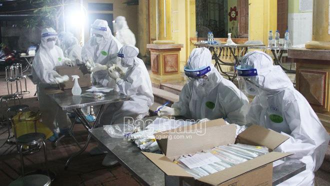 Trưa 17/5 thêm 28 ca mắc COVID-19 trong nước, riêng Bắc Giang 14 ca; Thêm 1 khu công nghiệp ở Bắc Giang có ca mắc, chưa rõ nguồn lây - Ảnh 1.