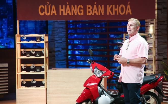 """""""Ông Tây"""" làm khóa chống trộm xe máy 275.000 đồng: Tôi yêu Việt Nam, tôi sẽ không sản xuất ở quốc gia nào khác Việt Nam"""