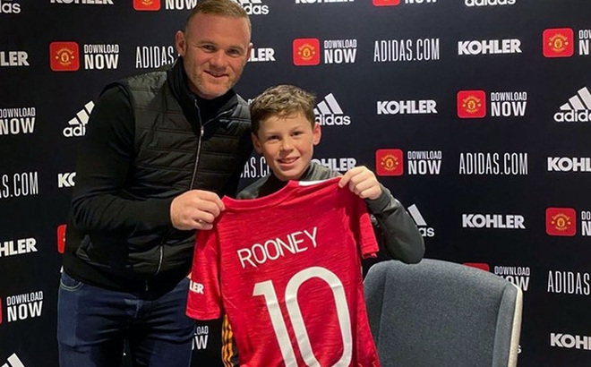 Hổ phụ sinh hổ tử: Con trai Rooney